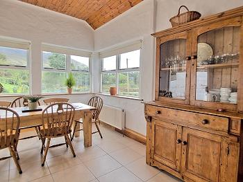 Des meubles en bois de style campagnard